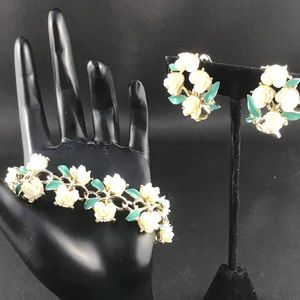 Vintage cream flower bracelet and clip earrings